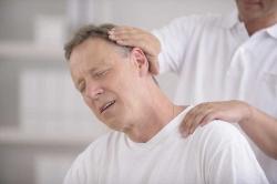 درد پشت سر نشانه چیست؟ 3 علت و درمان دردپشت گردن | مجله هفتگی